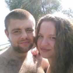 Молодая пара ищет девушку в Самаре для свиданий